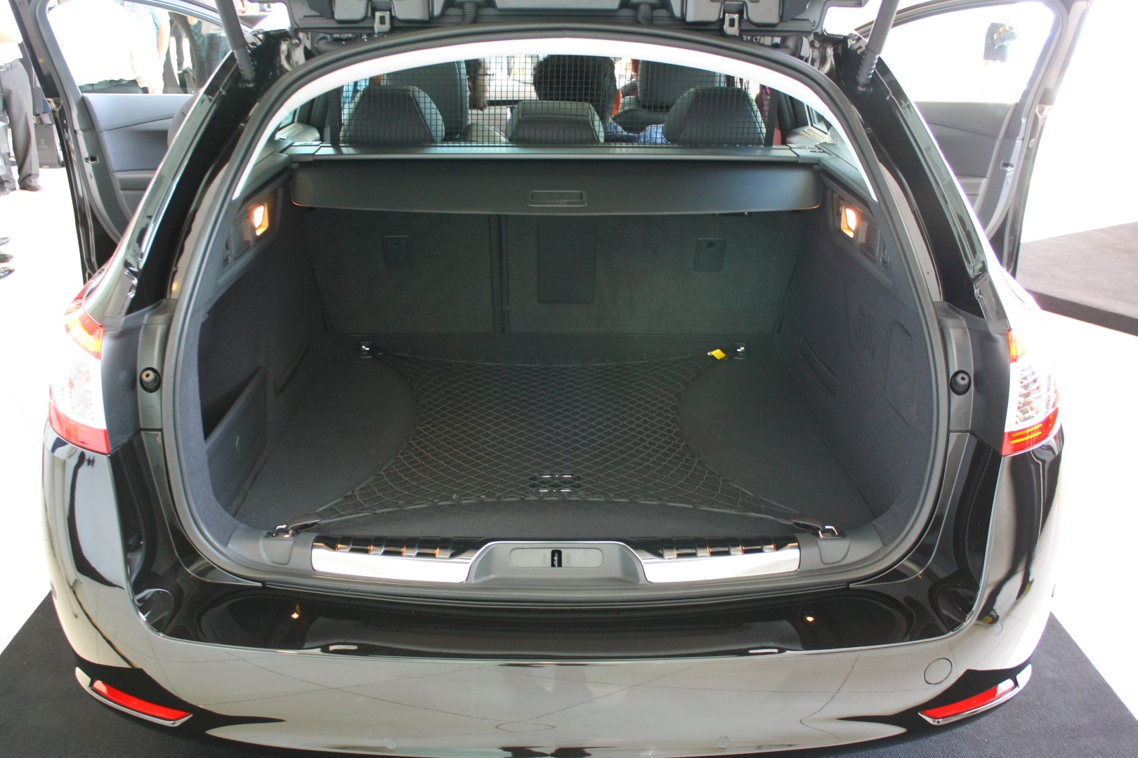 Peugeot 508 launch_SW boot Motorme