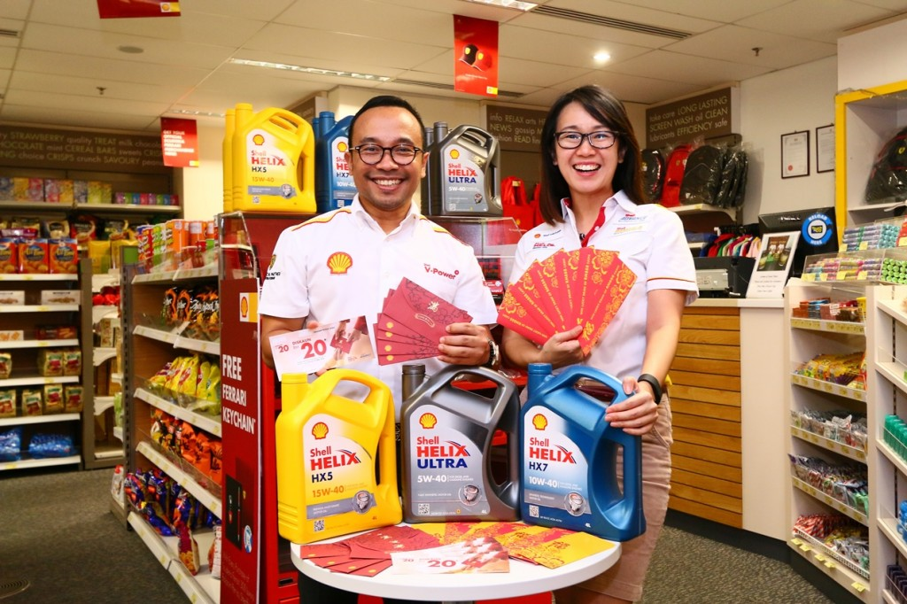 Shell Malaysia Head of Retail Marketing Ben Mahmud (L) and Shell Helix Brand Manager Joanna Lean with the Lucky Ang Pows
