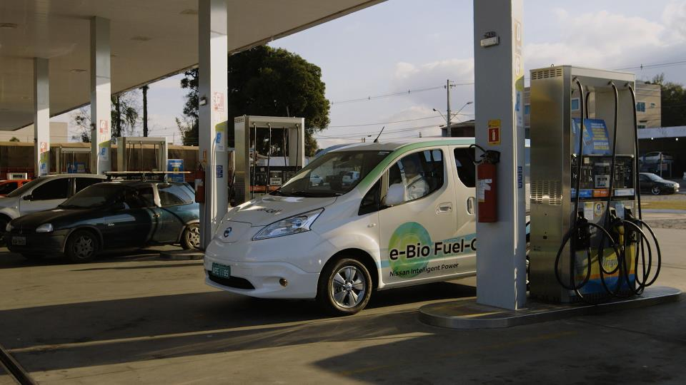 1231014_Nissan e-Bio Fuel Cell Prototype Vehicle_05
