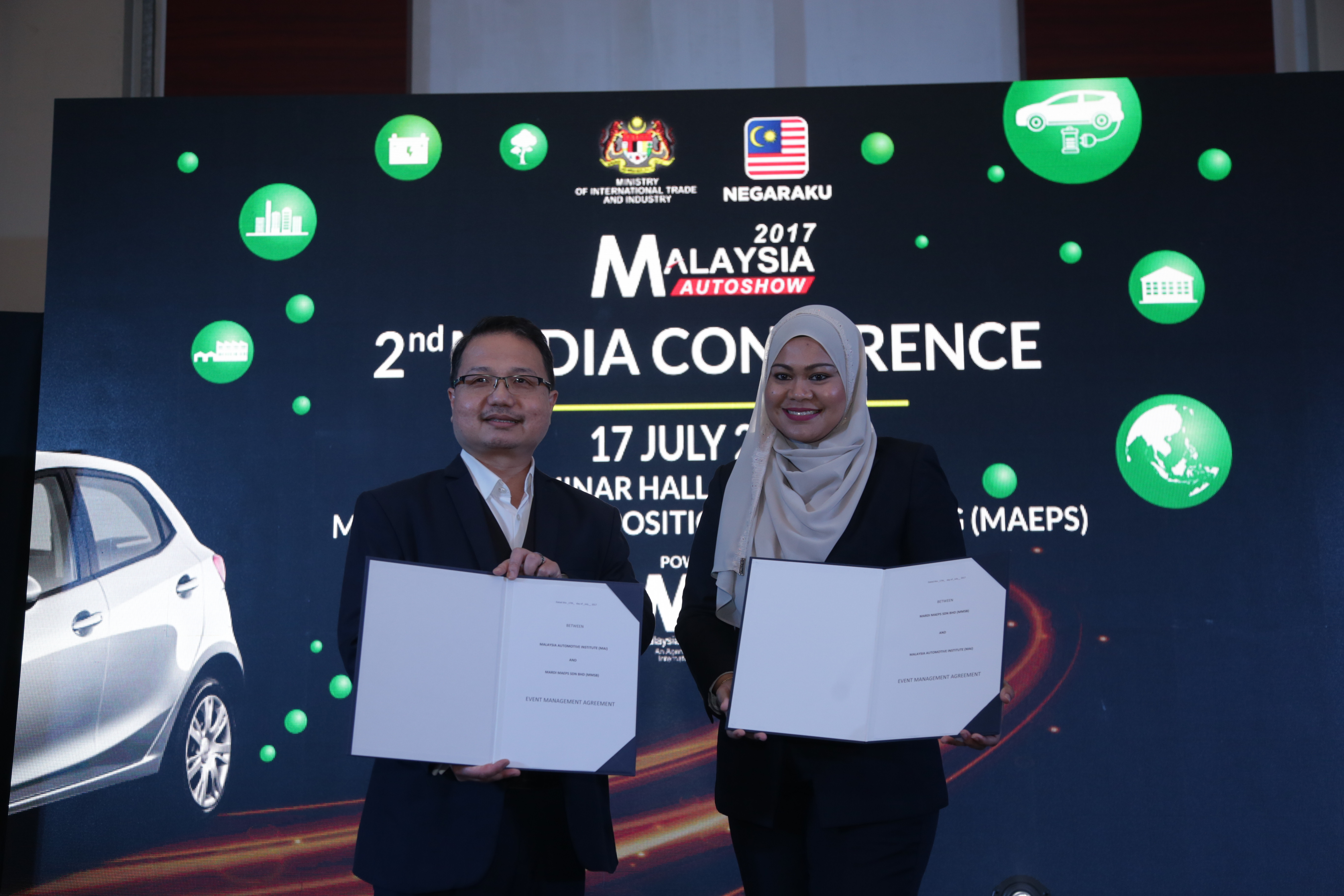Dato' Madani Sahari (left) and MAEPS' chief operating officer Norafizah Rahman during the MoU exchange.