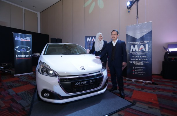 Dato' Madani Sahari and Norafizah Rahman unveiling the lucky draw grand prize, a Peugeot 208 PureTech.